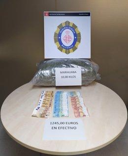 Dos detinguts per intentar enviar deu quilos de marihuana per correu a Barcelona