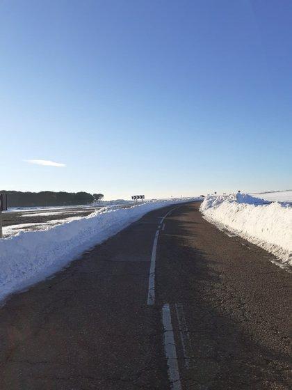 Diputación de Segovia recurre a medios externos ante las últimas nevadas y reparte 600 toneladas de sal en la provincia