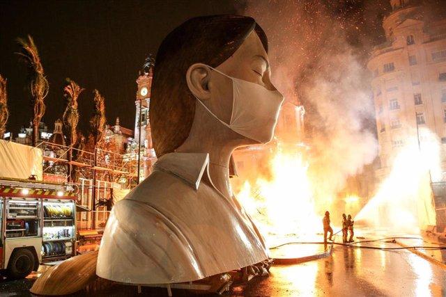 Cremà de la falla municipal de València, el 17 de marzo, por el coronavirus