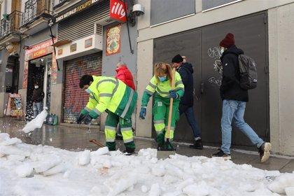 La ciudad de Madrid tiene despejadas de nieve 2.815 de sus 9.200 calles, el 30,5% de las vías, con 648 más que ayer