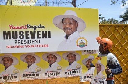 Uganda.- Museveni aumenta su ventaja en el nuevo recuento oficial de las elecciones presidenciales en Uganda