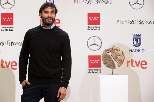 Álex García durante la lectura de los Premios Forqué 2021, en Madrid