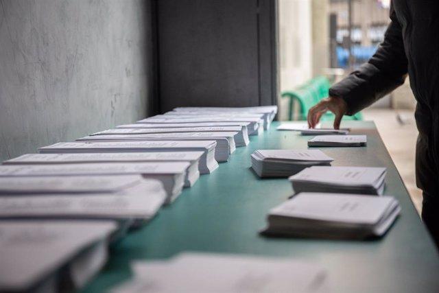 Paperetes del 10N en un col·legi a Barcelona