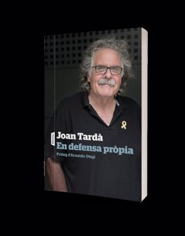 Portada del libro 'En defensa propia' del exdiputado de ERC en el Congreso Joan Tardà.