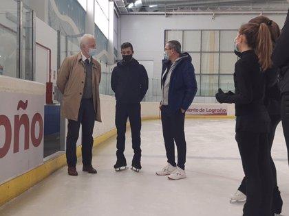 El alcalde de Logroño y el concejal de Deportes mantienen un encuentro con el patinador Javier Fernández