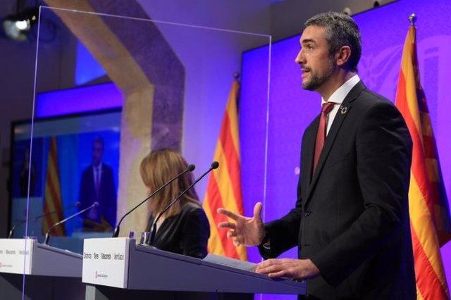 El conseller de Acción Exterior de la Generalitat, Bernat Solé, y la consellera Meritxell Budó, en rueda de prensa el 22 de diciembre de 2020.