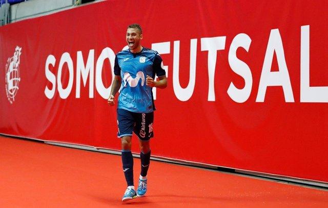 Pito celebra el 3-1 del Movistar Inter ante el Viña Albali Valdepeñas
