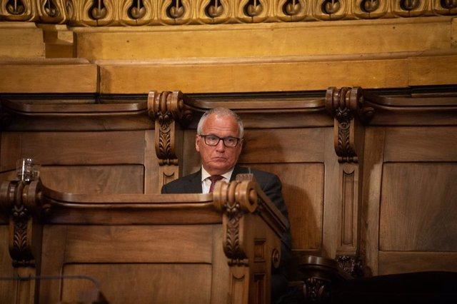 El regidor del Partit Popular Josep Bou, durant la primera sessió plenària del Consell Municipal de l'Ajuntament de Barcelona després de la fi de l'estat d'alarma, que solament compta amb la presència de 15 regidors, a Barcelona, Catalunya (Espanya).