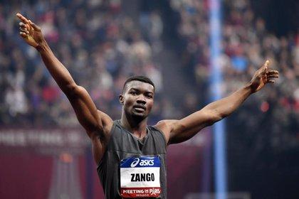 El burkinés Hugues Fabrice Zango bate el récord del mundo de triple salto bajo techo