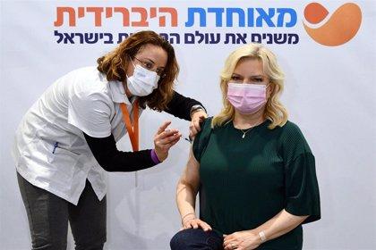 Israel comienza a vacunar a los mayores de 45 años