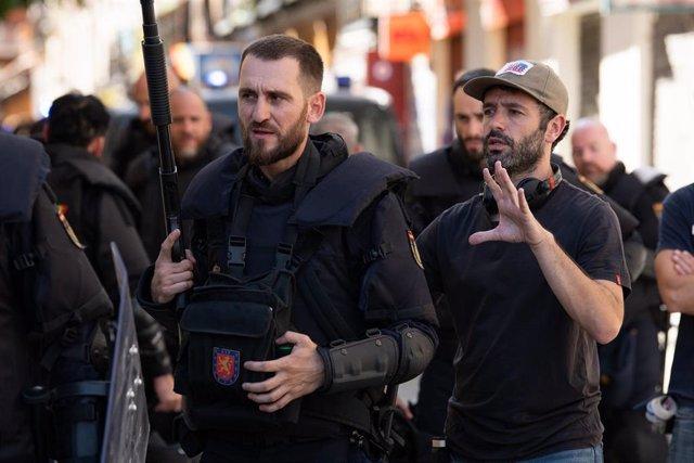 Rodrigo Sorogoyen y Raúl Arévalo en el rodaje de Antidisturbios