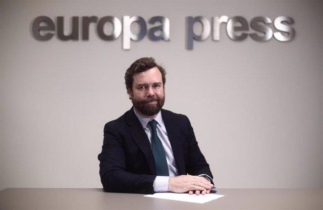 El portavoz de Vox en el Congreso, Iván Espinosa de los Monteros, posa tras una entrevista para Europa Press