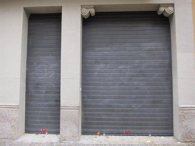 Comercio Cerrado, Persiana Bajada