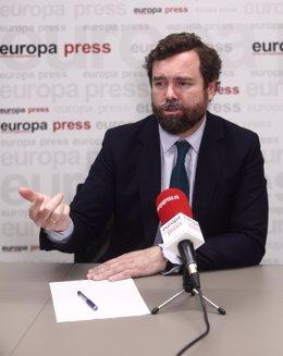 El portavoz de Vox en el Congreso, Iván Espinosa de los Monteros, responde durante una entrevista para Europa Press