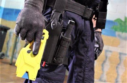 "Podemos pide limitar las pistolas eléctricas de policías para evitar ""riesgo de tortura o penas inhumanas"""