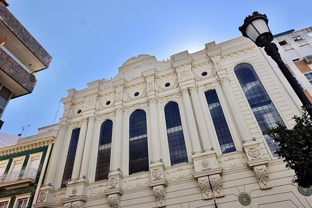 Fachada del Gran Teatro de Huelva.
