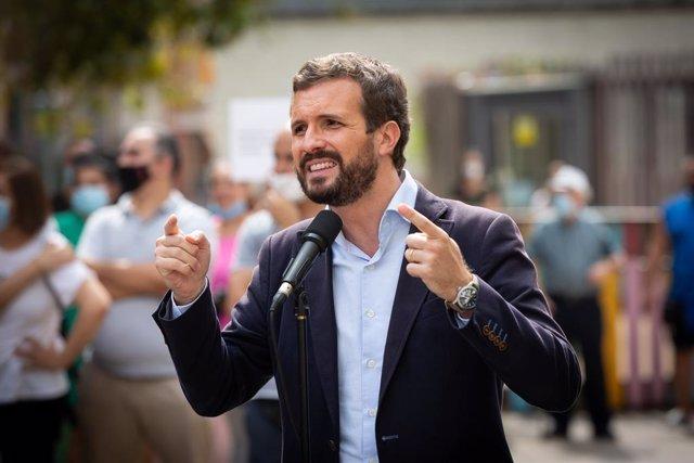 El president del PP, Pablo Casado, en una visita a Badalona (setembre del 2020)