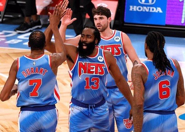 James Harden debuta con 'triple-doble' en Brooklyn Nets