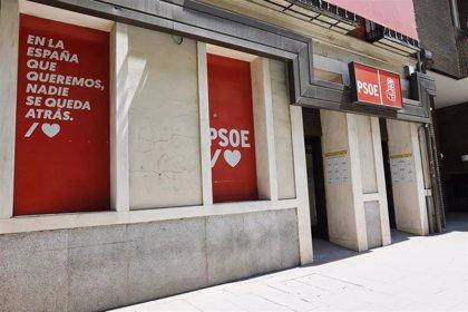 El PSOE abre expediente y suspende de militancia a cuatro alcaldes por vacunarse contra el COVID-19