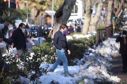Almeida cree que el martes se habrá podido retirar la basura de todas las calles de Madrid
