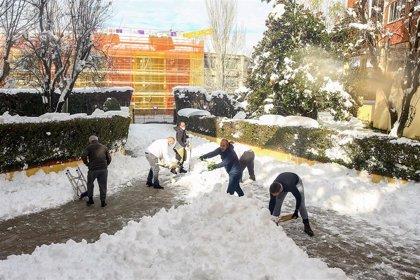 La nieve despierta la solidaridad: traslados en 4x4, vecinos con pico y pala y atención a personas sin hogar