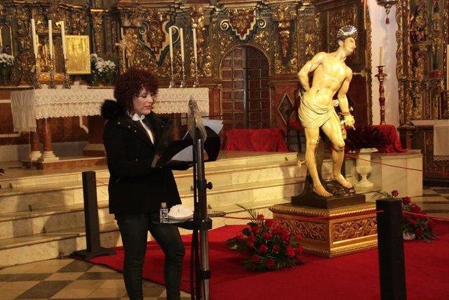La presidenta de la Diputación de Huelva, María Eugenia Limón, en la presentación de la imagen restaura de San Sebastián Mártir en Higuerra de la Sierra.