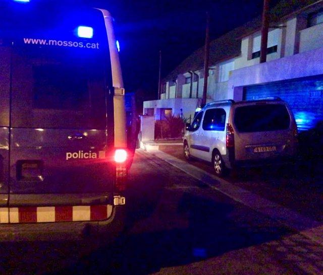 Dos agents de la policia local queden ferits després de ser atacats per assistents d'una festa a Matadepera (Barcelona).