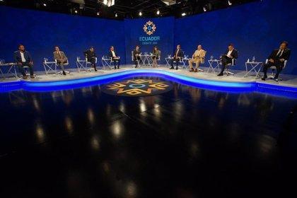 Los 16 candidatos presidenciales de Ecuador protagonizan un extenso debate