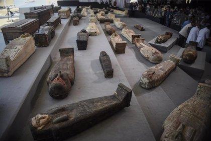 Arqueólogos egipcios realizan nuevos descubrimientos en la necrópolis de Saqqara