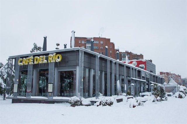 Cafetería ubicada en la zona de Madrid Río durante la gran nevada provocada por la borrasca 'Filomena', en Madrid