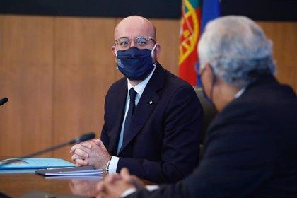"""Michel considera que todavía no es momento de introducir el """"pasaporte de vacunación"""" en la Unión Europea"""