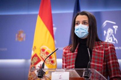 """Arrimadas califica de """"insulto"""" que Iglesias compare a Puigdemont con los exiliados del franquismo"""": """"Es una indignidad"""""""