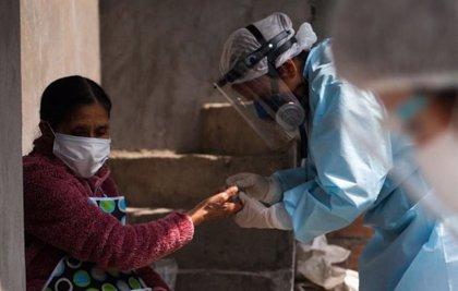 Perú suma por segundo día consecutivo más de cien fallecidos por coronavirus