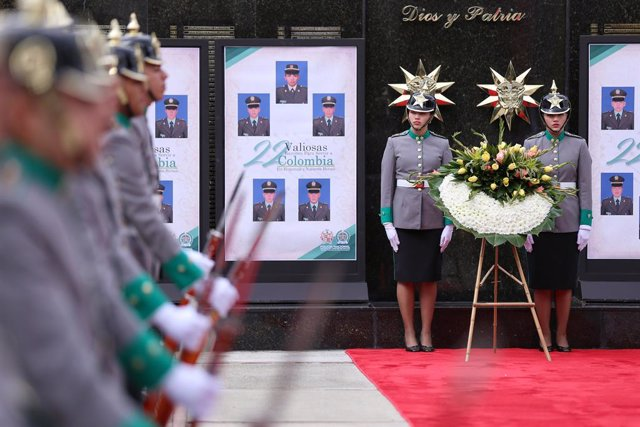 17 January 2020, Colombia, Bogota: Members of the Army participate in the tribute to the victims of the attack perpetrated a year ago against the General Santander Police Cadet School. The attack, in which one man detonated a car, left 21 dead and dozens