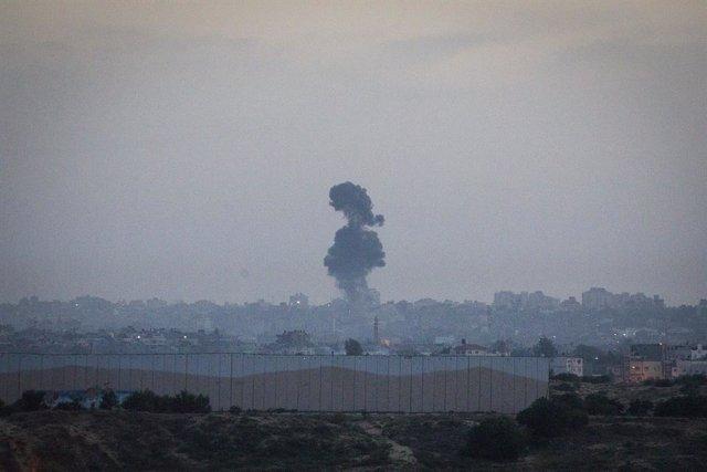 Explosió a la Franja de Gaza durant el bombardeig israelià