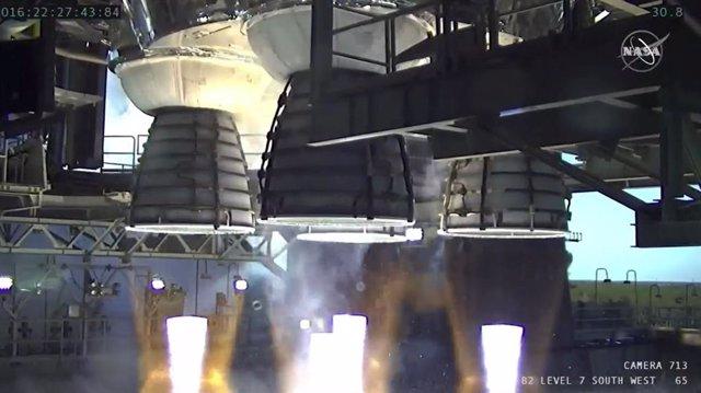 Los cuatro motores RS-25 se encendieron durante un poco más de un minuto y generaron 1.6 millones de libras de empuje.