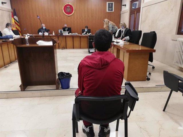 El acusado de incendiar la antigua prisión de Palma con varias personas dentro, en la Audiencia Provincial.