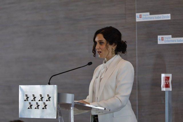 La presidenta de la Comunidad de Madrid, Isabel Díaz Ayuso, ofrece declaraciones a los medios de comunicación, durante la Inauguración del Hospital Isabel Zendal, nuevo recurso de la sanidad pública madrileña, en Madrid (España), a 1 de diciembre de 2020.