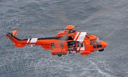Troben el cos d'una dona i dos homes d'una embarcació amb nou supervivents al Cantal de Mojácar (Almeria)