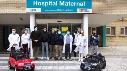 Centro San Valero entrega dos coches eléctricos al Hospital Materno Infantil Miguel Servet