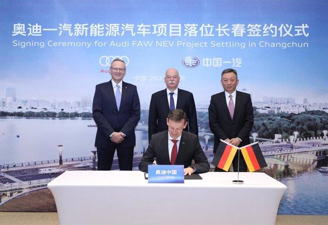 Firma de la creación de la nueva empresa de Audi y FAW en China.
