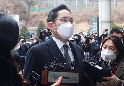El heredero de Samsung, condenado a dos años y medio de cárcel por un caso de sobornos
