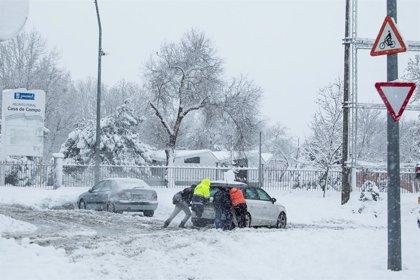 Economía/Motor.- ¿Cómo y qué daños se pueden reclamar al seguro en caso de que un coche haya sido dañado por la nieve?