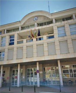 Banderas a media asta en el Ayuntamiento de Villamediana por el luto por las víctimas del COVID-19.