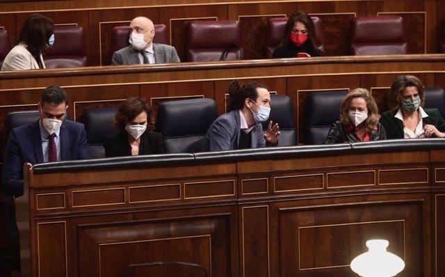 El presidente del Gobierno, Pedro Sánchez, y los vicepresidentes Carmen Calvo, Pablo Iglesias, Nadia Calviño y Teresa Ribera, en el Congreso en una imagen de archivo