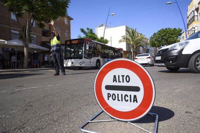 Control policial para vigilar que se cumplan las normas sobre el Covid