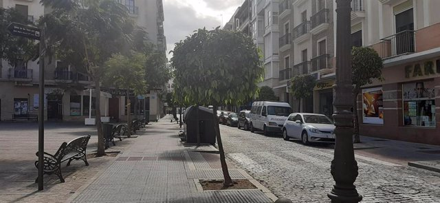 Una calle del centro de Huelva, vacía tras el decrero de estado de alarma por coronavirus el pasado mes de marzo.