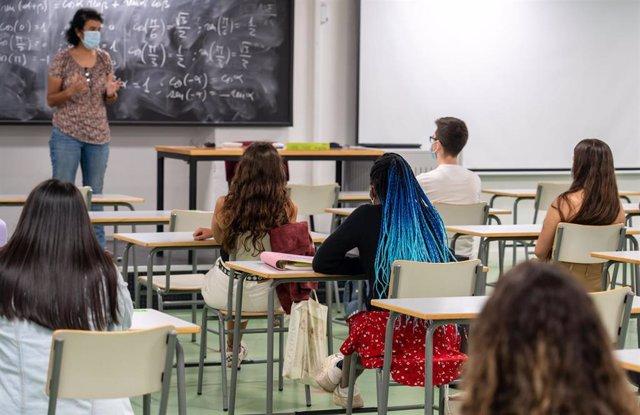 Alumnos en aulas habilitadas con medidas Covid