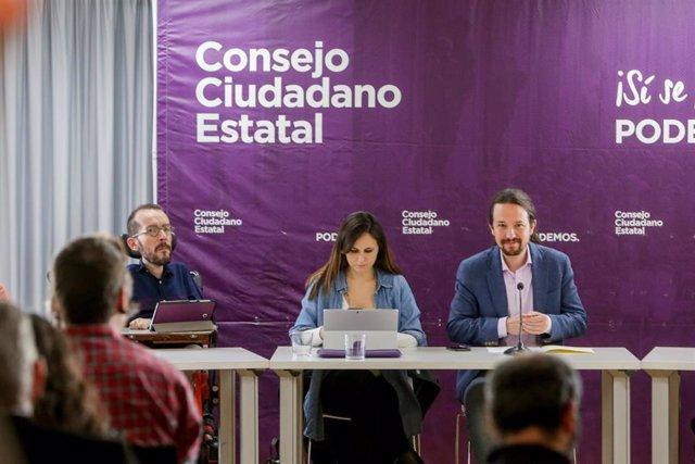 (I-D) El portavoz de Unidas Podemos en el Congreso, Pablo Echenique; , la secretaria de Estado Ione Belarra; y el secretario general de Podemos y vicepresidente, Pablo Iglesias, durante la reunión del Consejo Ciudadano Estatal (CCE) de Podemos.