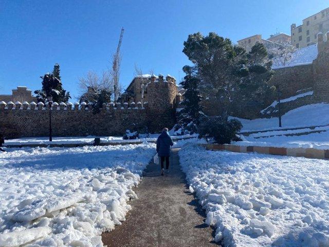 Nieve en el acceso a las escaleras mecánicas de Toledo.